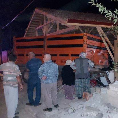 Amasya'da traktörden ayrılan römork vatandaşlara çarptı: 1 ölü, 2 yaralı