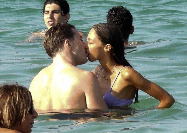 Rocco Ritchie sevgilisiyle aşk tatilinde - Magazin haberleri