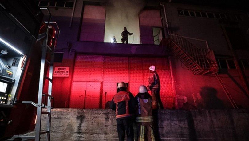 Arnavutköy'de ambalaj fabrikası alev alev yandı