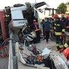 Devrilen TIR'ın ardından zincirleme kaza: 1 ölü, 5 yaralı