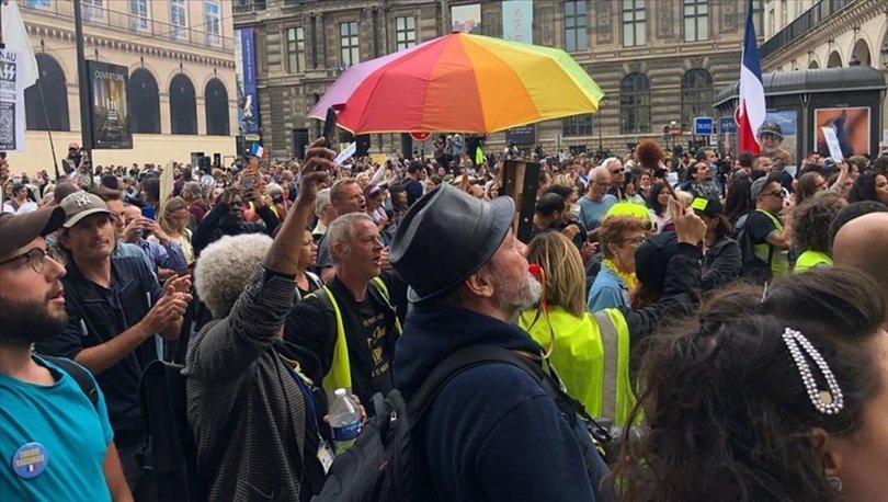 Fransa'da Anayasa Konseyi'nin tartışmalı Kovid-19 yasasını onaylaması protesto ediliyor