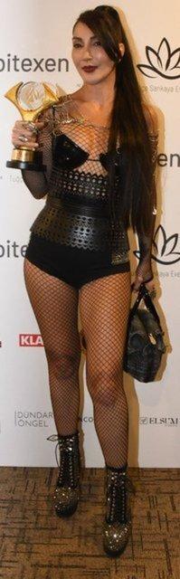 Hande Yener'den iddialı kıyafet! Kıyafetiyle eleştirilen Hande Yener 'Daha açık ve cesurunu giyeceğim' demişti... - Magazin haberleri
