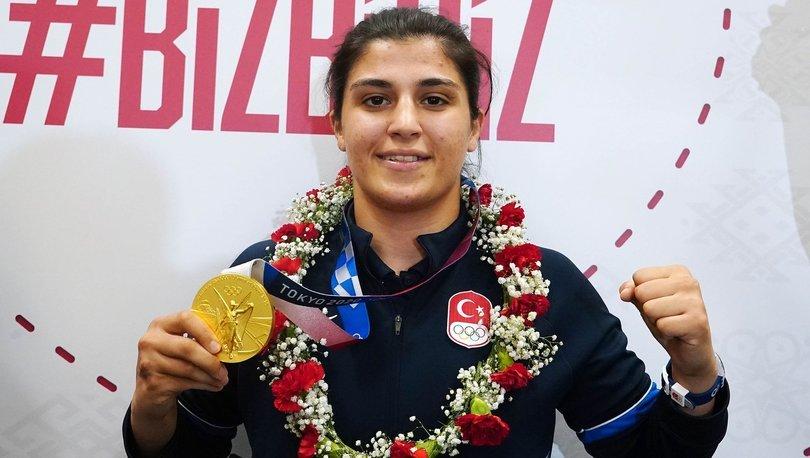 Olimpiyat şampiyonu Busenaz Sürmeneli yurda döndü