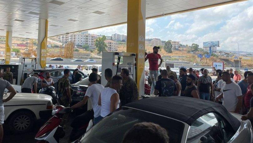 Lübnan'da onlarca kişi, Merkez Bankası Başkanı'nın evini basmak istedi