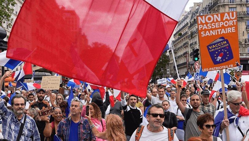 Fransa'da Covid-19 yasasına yönelik protestolar 5. haftasında artarak sürüyor