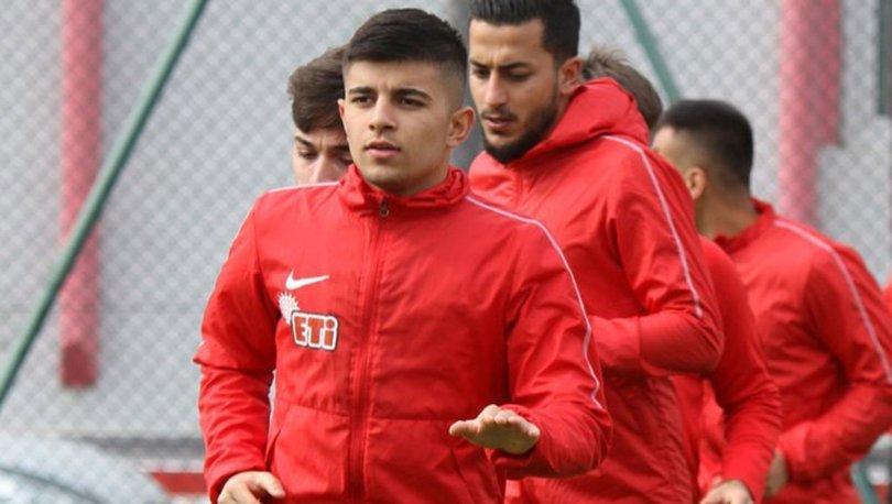 Eskişehirsporlu futbolcu Selman Çiftkanatlı trafik kazasında yaralandı, arkadaşı hayatını kaybetti