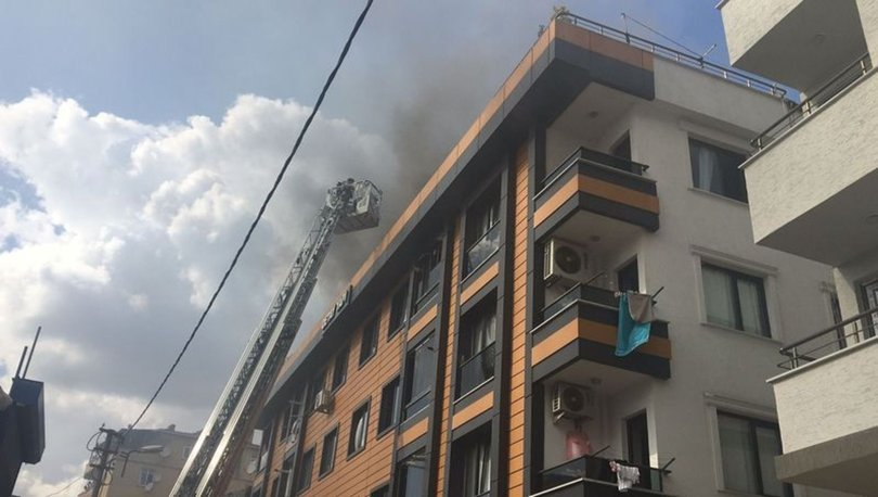 Küçükçekmece'de 5 katlı binada yangın