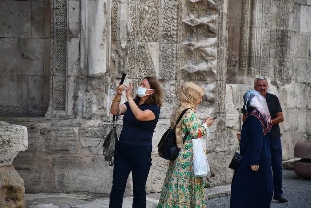 Sivas'taki ecdat yadigarı tarihi yapılar turist çekiyor