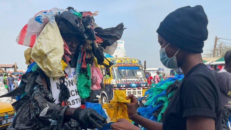 Plastik Adam, Dakar sokaklarında plastik atıklarla savaşıyor