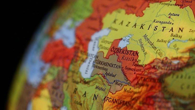 Kaçan Afgan askerleri Özbekistan'daki pamuk tarlasına indi