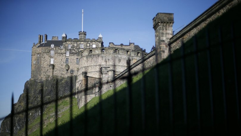 Magna Carta'yı gerekçe göstererek Edinburgh Kalesi'ni ele geçirdiklerini iddia ettiler