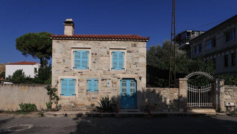 Foça'nın asırlık taş evleri yıllara meydan okuyor