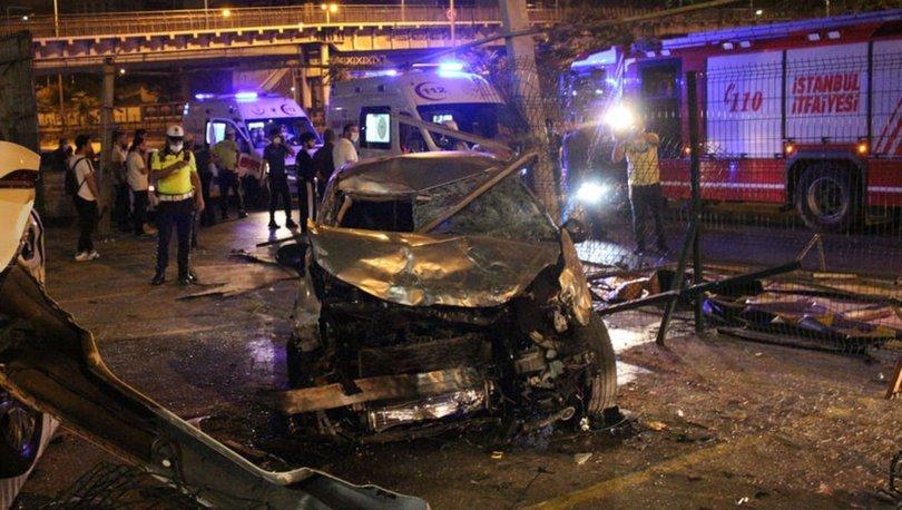 Kontrolden çıkan otomobil, reklam panolarını devirip araçlara çarptı: 1 ölü, 1 yaralı
