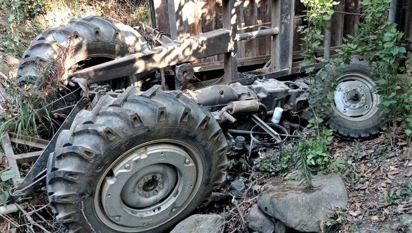 İzmir'de traktör şarampole devrildi, sürücü hayatını kaybetti