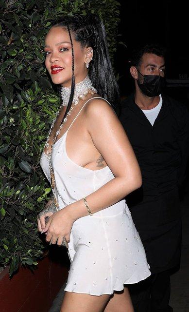 Rihanna yeğeniyle gece gezmesinde - Magazin haberleri