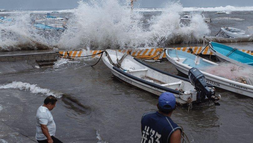 Grace Kasırgası, ''Kategori 3'' seviyesine yükseldi