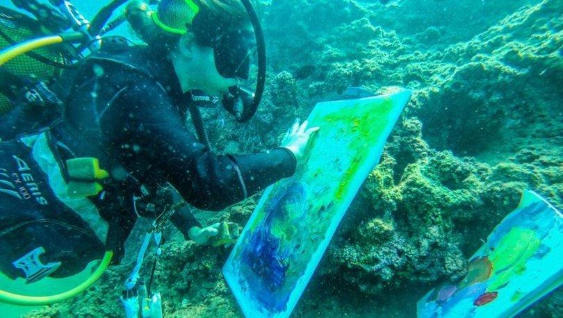 Su altında felaketleri resmetti