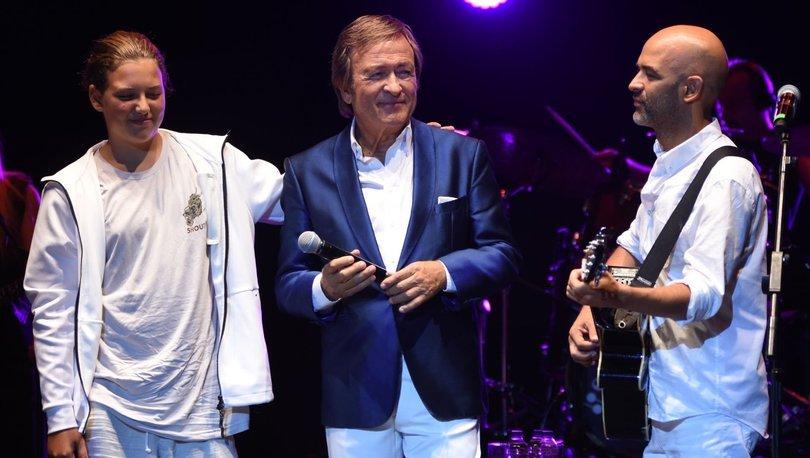 Erol Evgin oğlu Murat Evgin ve torunu Erem Erol Evgin ile aynı sahnede - Magazin haberleri