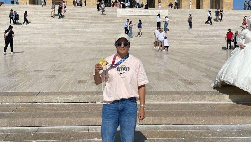 Olimpiyat şampiyonu milli boksör Busenaz Sürmeneli, Anıtkabir'i ziyaret etti