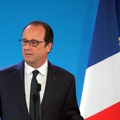 Eski Fransa Cumhurbaşkanı Hollande, halefi Macron'un kendisine ihanet ettiğini düşünüyor