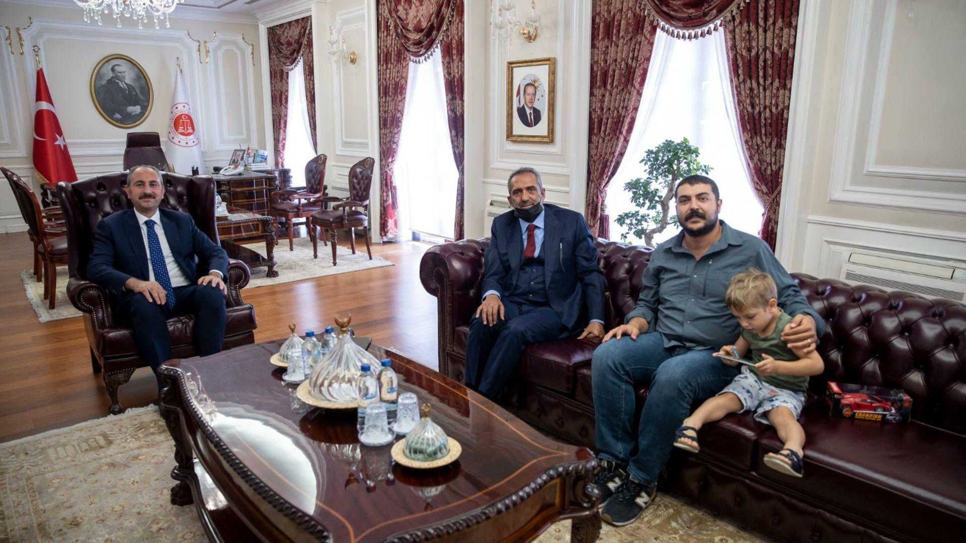 Adalet Bakanı Abdülhamit Gül'e 'Akif' ziyareti