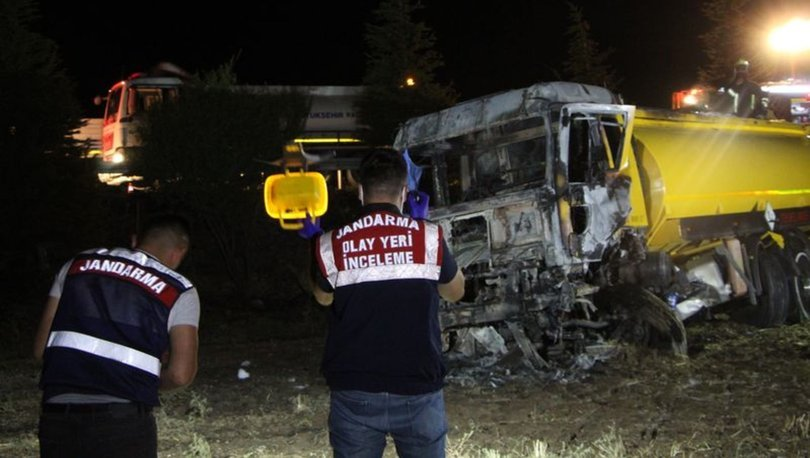 Denizli'de şarampole devrilen yakıt tankeri alev aldı, sürücü hayatını kaybetti
