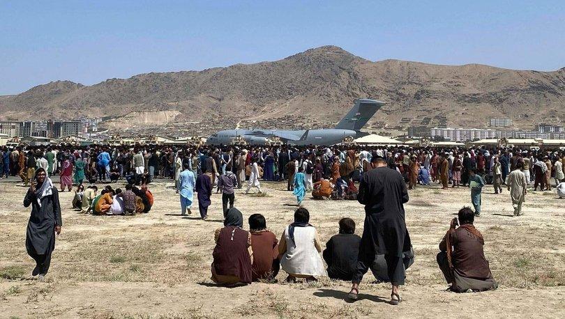 Kabil'deki havalimanının giriş kapısında, 4 Afgan askeri hayatını kaybetti