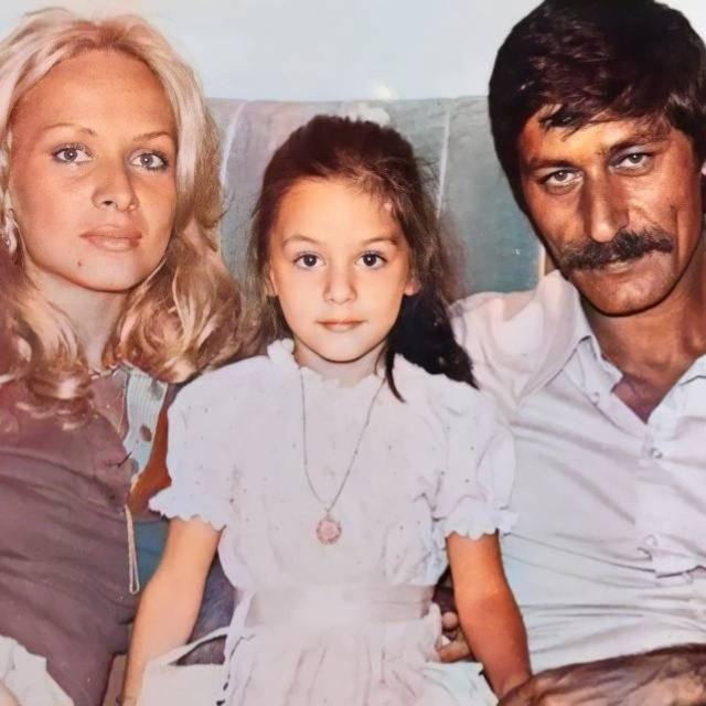 Ebru Cündübeyoğlu'dan nostaljik paylaşım: O zaman renk! - Magazin haberleri