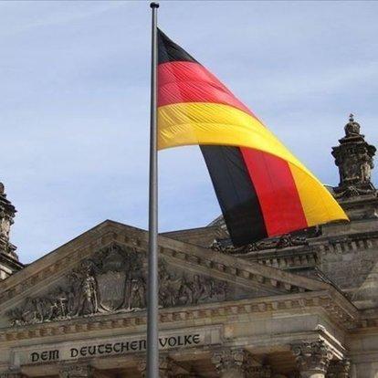 Almanya polisi, Kovid-19 önlemlerini protesto etmek isteyen göstericilere müdahale etti