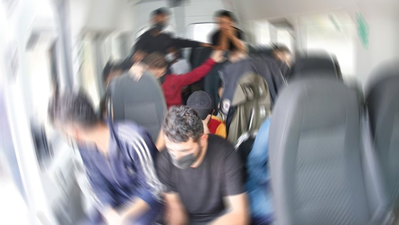 Minibüsten 42 düzensiz göçmen çıktı - Haberler
