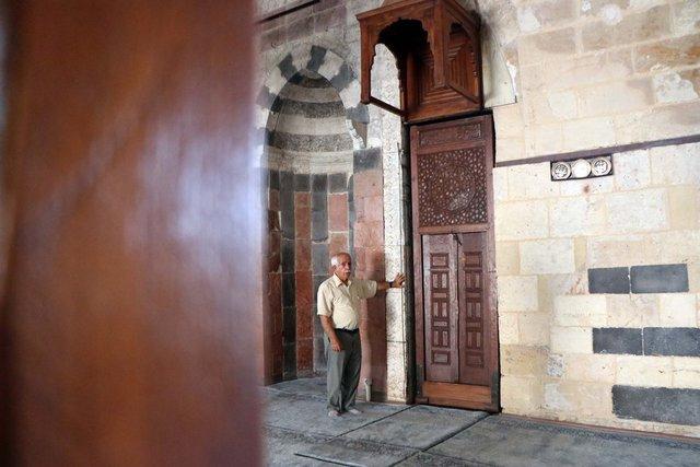 7 asırlık camide şaşırtan detay!