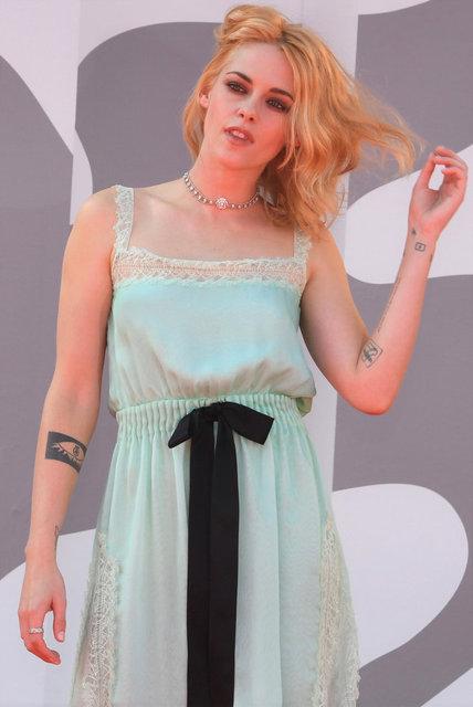Kristen Stewart'ın ilginç kırmızı halı tercihi - Magazin haberleri