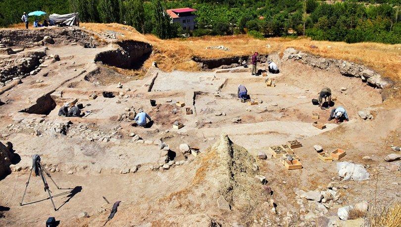 Arslantepe Höyüğü'nde 24 mezar ve 6 ev kalıntısı bulundu