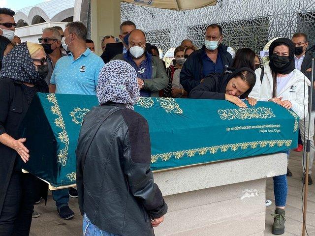 Yeşim Salkım'dan babası Dursun Salkım'a veda: Sarılamadım! - Magazin haberleri