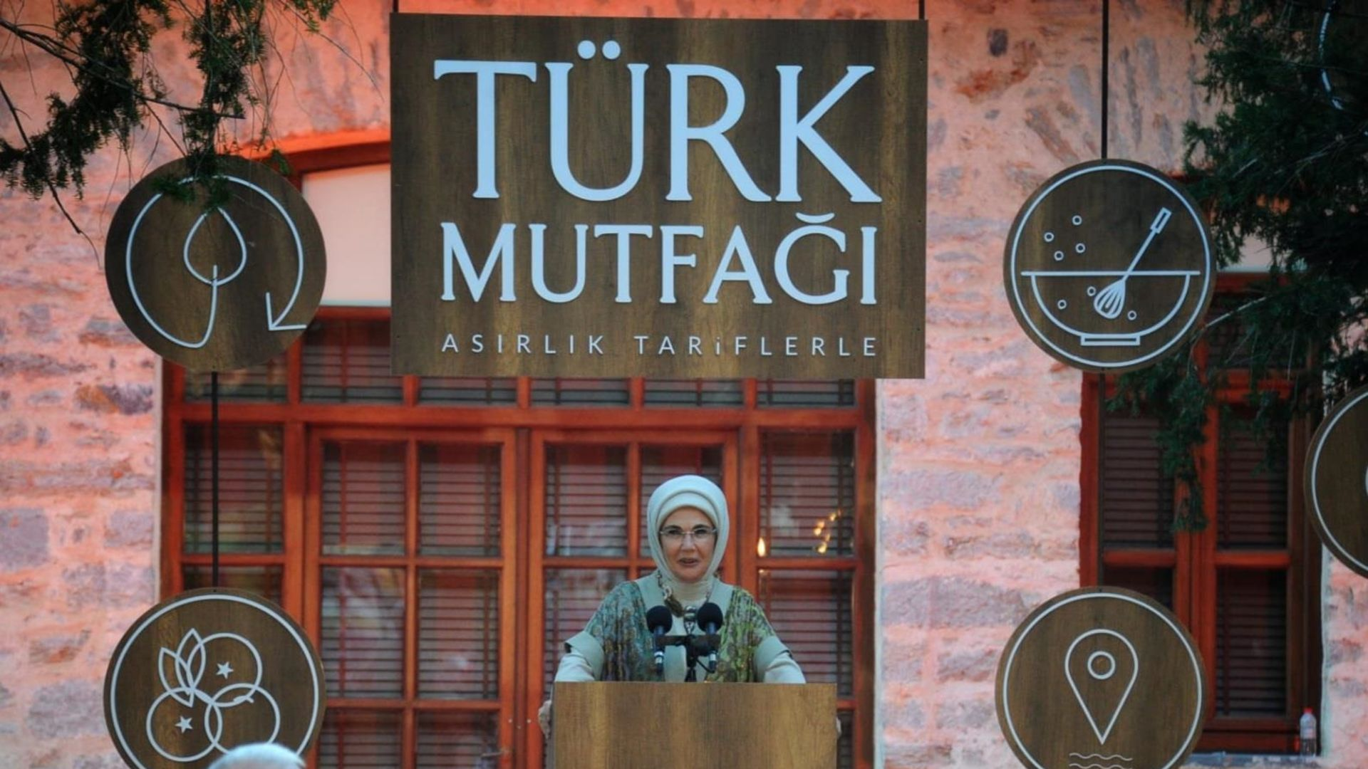 Emine Erdoğan: Bayram sofralarının verdiği sevinci hangimiz unutabiliriz?