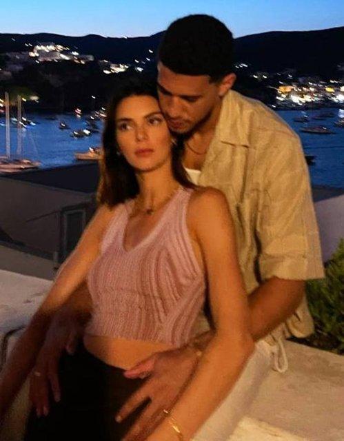 Kendall Jenner'ın sevgilisi Devin Booker ile aşk pozlarına Türk hayranlarından yorum yağdı: İnşallah Türk biriyle evlenirsin! - Magazin haberleri