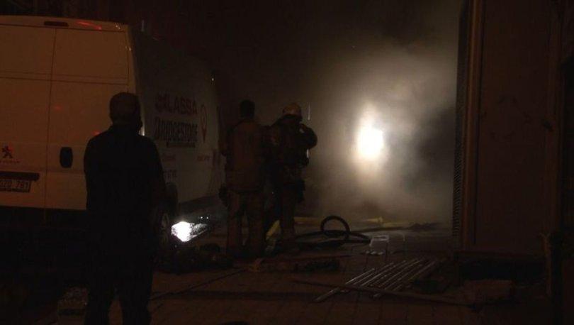 Sultangazi'de lastik deposunda çıkan yangın paniğe neden oldu
