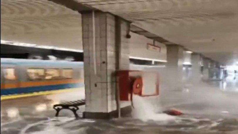 Aksaray Metrosu'nda vana kırıldı, metroyu su bastı