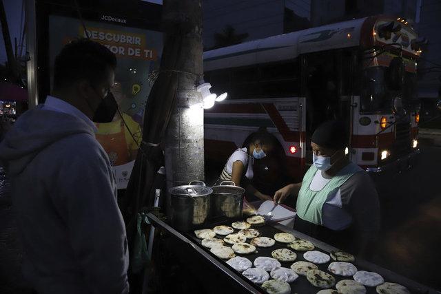 El Salvador sokak protestosu, Bitcoin kabulüne karşı çıktı