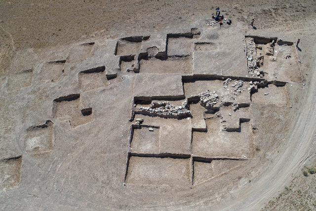 Çavuştepe Kalesi'nde takıları ve iki mührüyle gömülen kadın yöneticinin mezarı bulundu
