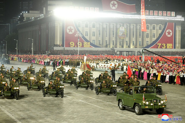 KİM BOY GÖSTERDİ... Son dakika: Kuzey Kore'nin kuruluş yıl dönümünde dikkat çeken görüntü