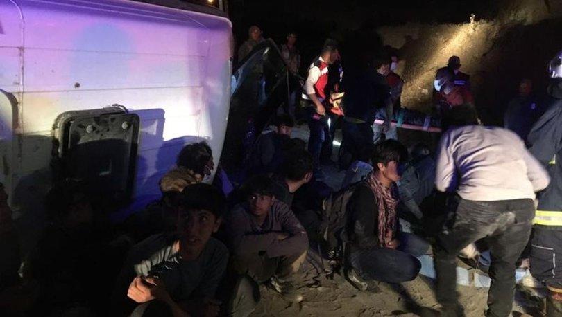 Son dakika: Mülteci taşıyan minibüs devrildi: Yaralılar var - Van haberleri