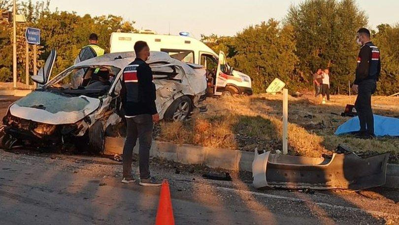 Kırıkkale'de iki otomobil çarpıştı: 6 ölü