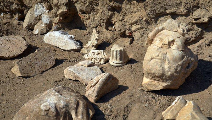 Aydın'da Roma İmparatoru Hadrianus heykelinin parçaları bulundu