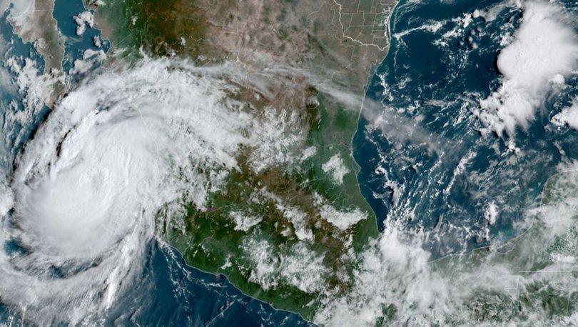 KIRMIZI ALARM | Son dakika: Meksika'da kırmızı alarm: Olaf Kasırgası karaya çıktı!