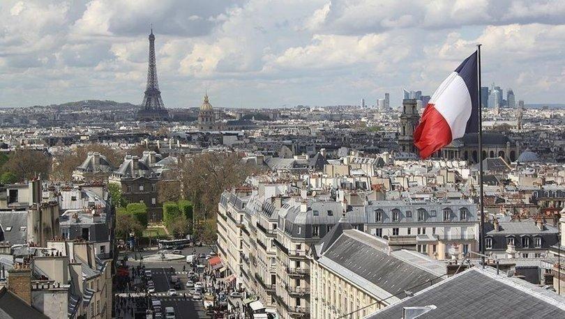 Paris'te evsizlerin barınma vaadiyle tahliyesi ve gözaltı merkezlerine götürülmesi protesto edildi