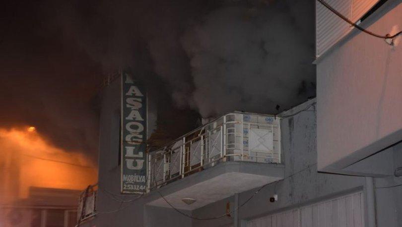 İzmir'de 2 katlı mobilya atölyesinde çıkan yangın korkuttu
