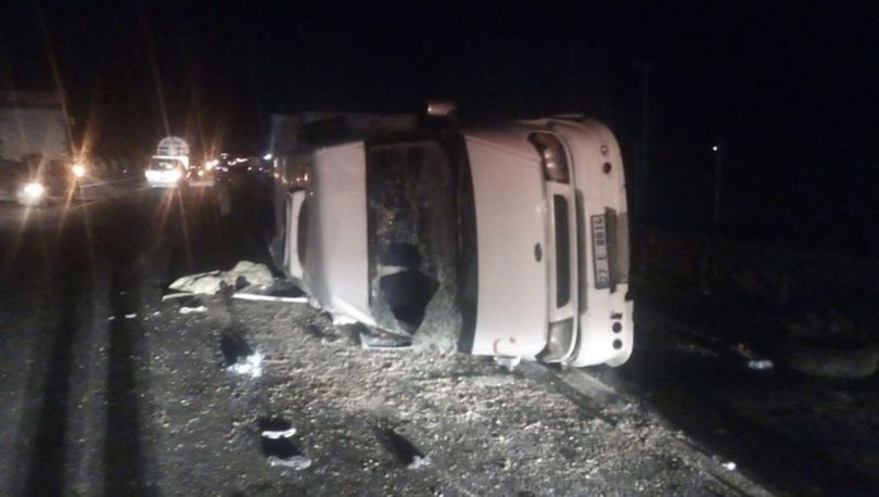 Birecik'te tarım işçilerinin taşındığı minibüs şarampole devrildi: 9 yaralı