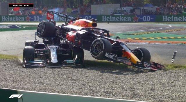 Formula 1'de büyük kaza: Verstappen, Hamilton'a çarptı