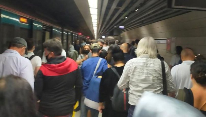 SON DAKİKA! Marmaray'da elektrikler kesildi, yolcular raylara indi